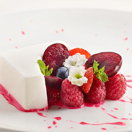 Trancetto cremoso allo yogurt con frutta fresca